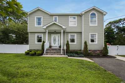 East Islip Single Family Home For Sale: 142 E Adams St