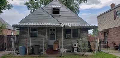 Bellerose, Glen Oaks Single Family Home For Sale: 81-27 252nd St
