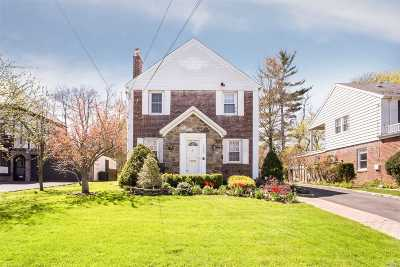 Hewlett Single Family Home For Sale: 135 Midgely