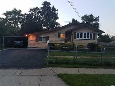central Islip Single Family Home For Sale: 55 E Chestnut St