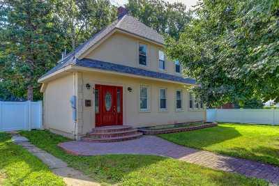 Hempstead Single Family Home For Sale: 58 Fairview Blvd