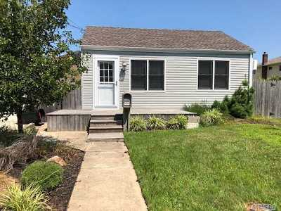 Lindenhurst Single Family Home For Sale: 10 E Seacrest Ave
