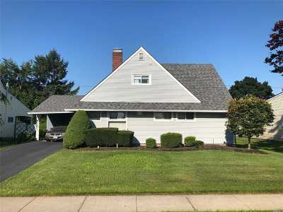 Hicksville Single Family Home For Sale: 56 Apollo Ln