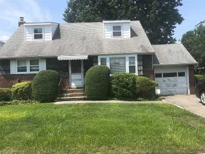 Westbury Single Family Home For Sale: 975 Linden Ave