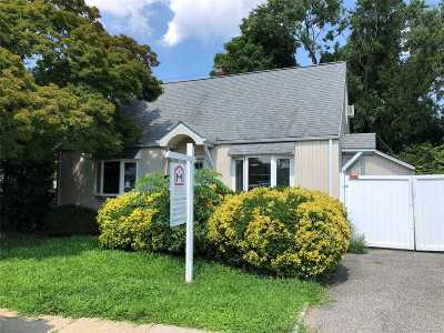Hicksville Single Family Home For Sale: 9 Lawnside Dr