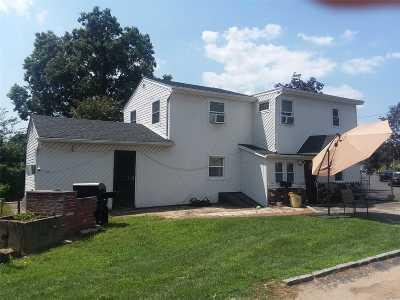 Hempstead Single Family Home For Sale: 115 Robinwood Ave