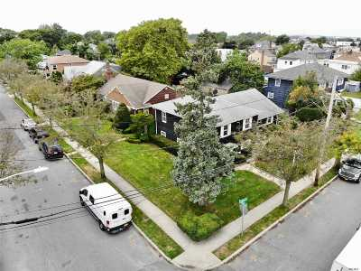 Lawrence Single Family Home For Sale: 241 Union St