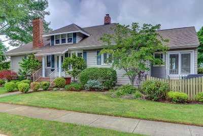 Rockville Centre Single Family Home For Sale: 204 Burtis Ave