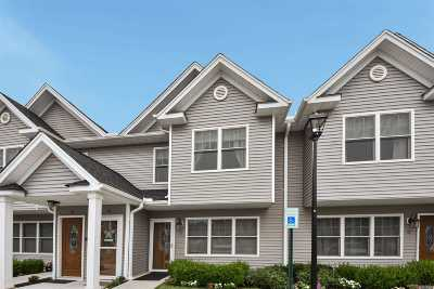 Westbury Condo/Townhouse For Sale: 608 Carman Ave #C5