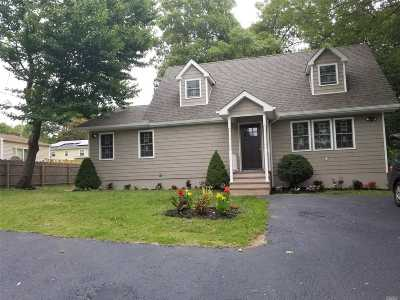 Farmingville Single Family Home For Sale: 201 Berkshire Dr