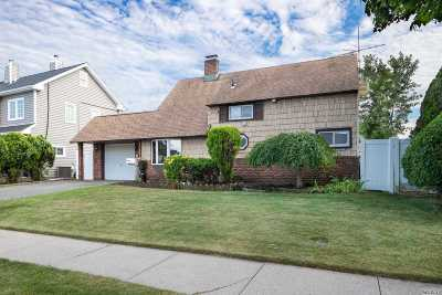 Levittown Single Family Home For Sale: 51 Sprucewood Dr