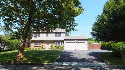 Stony Brook Single Family Home For Sale: 9 Mosshill Pl