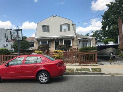 Inwood Single Family Home For Sale: 68 Soloff Blvd