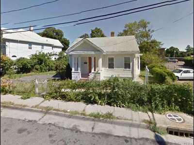 Hempstead Single Family Home For Sale: 16 Weekes Ave
