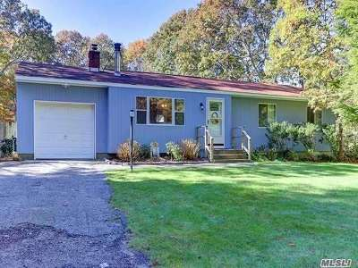Hampton Bays Single Family Home For Sale: 15 S Columbine Ave