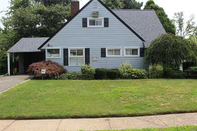 Hicksville Single Family Home For Sale: 35 Lantern Rd