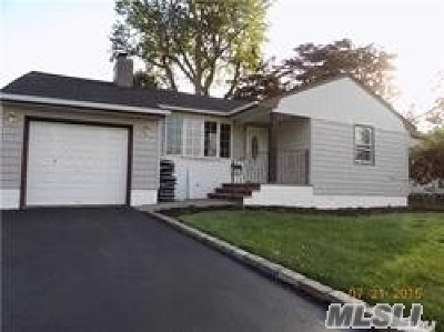Syosset Single Family Home For Sale: 7 Venus Rd