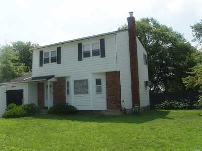 Sayville Single Family Home For Sale: 18 Bethesda Ln