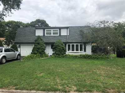 Farmingville Single Family Home For Sale: 3 Radburn Dr