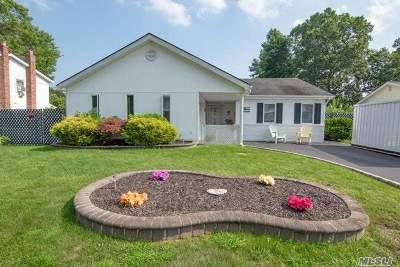 Holbrook Single Family Home For Sale: 6 Maison Dr