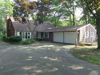 central Islip Single Family Home For Sale: 141 Willow St