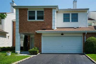Commack Condo/Townhouse For Sale: 37 Hamlet Dr
