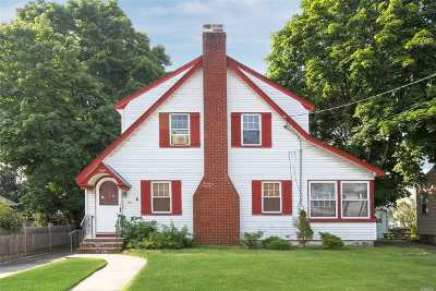 Merrick Single Family Home For Sale: 135 Stuyvesant