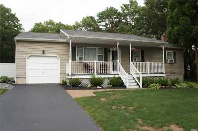 Manorville Single Family Home For Sale: 3 Gloria Rd