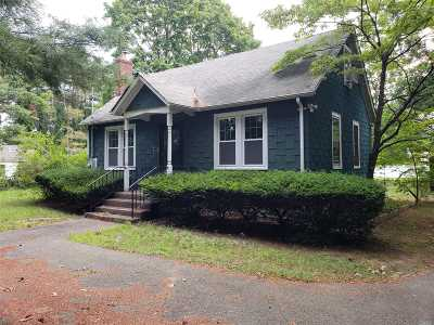 Smithtown Single Family Home For Sale: 147 Nissequogueriver