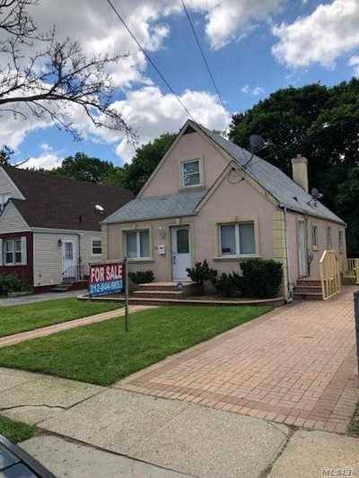 Hempstead Single Family Home For Sale: 22 Peters Ave
