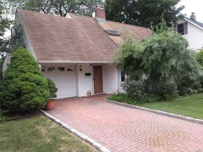 Levittown Single Family Home For Sale: 4 Sheep Ln