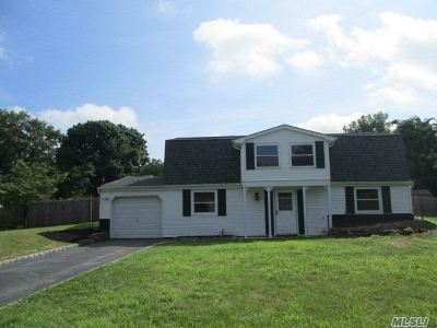 Stony Brook Single Family Home For Sale: 19 Ivy League Ln