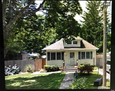 central Islip Single Family Home For Sale: 9 Bridger Blvd