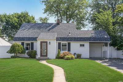 Levittown Single Family Home For Sale: 87 Cord Ln
