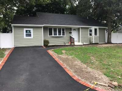 Brentwood Single Family Home For Sale: 209 Claywood Dr