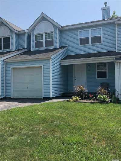 central Islip Single Family Home For Sale: 28 Smith St