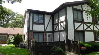 Medford Condo/Townhouse For Sale: 165 Golf Ln