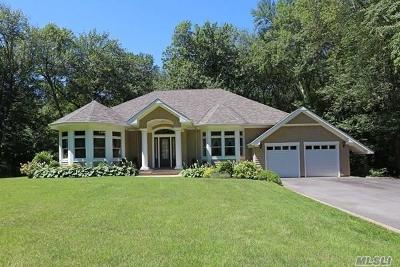 Northport Single Family Home For Sale: 15 Woodmere Dr