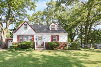 Single Family Home For Sale: 2281 Van Nostrand Ave