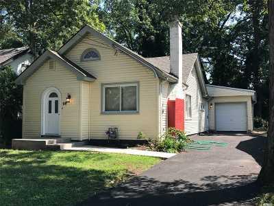 Freeport Single Family Home For Sale: 58 Agnes St