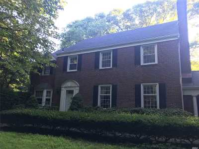 Huntington Single Family Home For Sale: 37 Colonial
