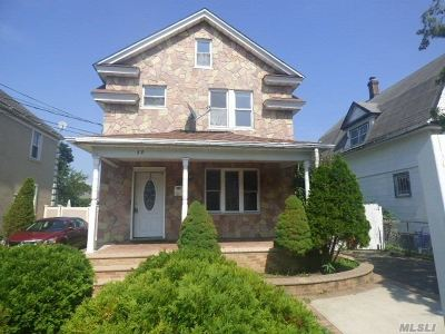 Hempstead Single Family Home For Sale: 22 Catherine St