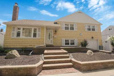 Long Beach Single Family Home For Sale: 356 E Bay Dr.