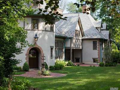 Manhasset Single Family Home For Sale: 2 Elderfields Rd