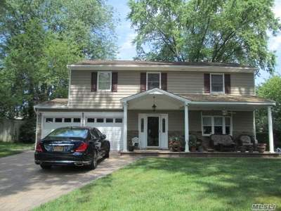 Hauppauge Single Family Home For Sale: 49 Cardinal Ln