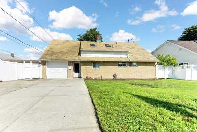 Levittown Single Family Home For Sale: 5 High Ln