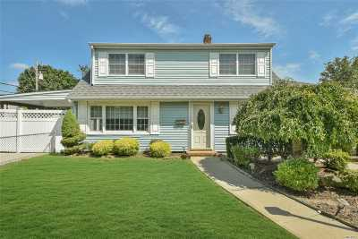 Levittown Single Family Home For Sale: 7 Sandy Ln