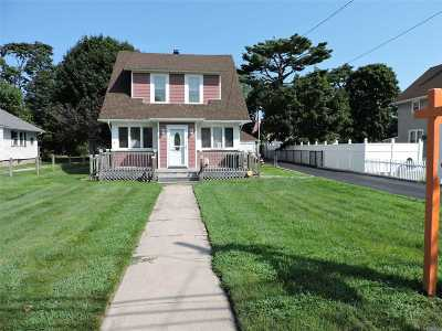 central Islip Single Family Home For Sale: 8 1st Ave