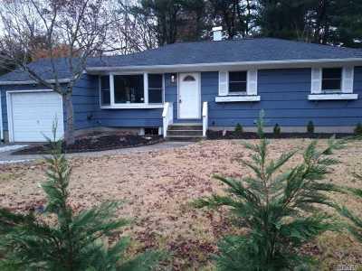 Lake Ronkonkoma Single Family Home For Sale: 45 University Dr