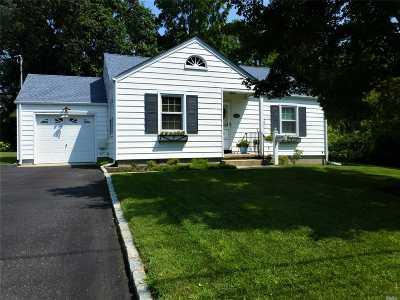 Smithtown Single Family Home For Sale: 22 Harvard Ave